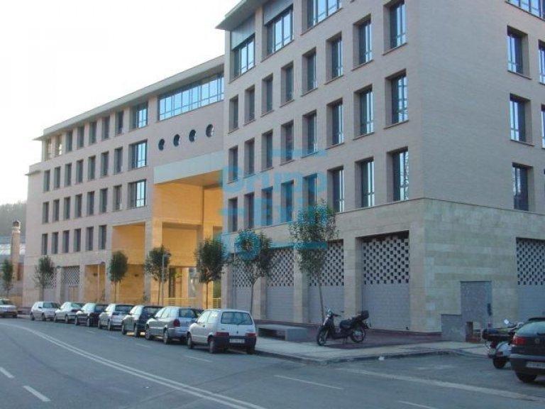En Portuetxe, vendo oficina ,nivel calle 63,18 m2 + garaje cerrado para 3 coches