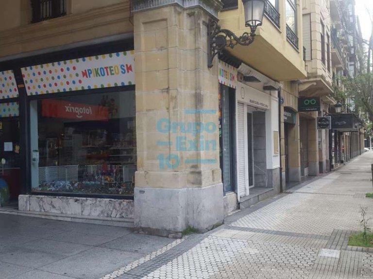 Local de esquina junto a Plaza de Gipuzkoa