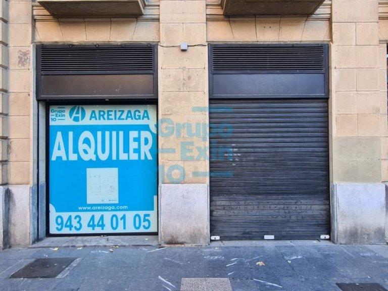 CENTRO, Plaza Buen Pastor, con mucho paso de gente -zona peatonal-, y a 100 mts del mercado de San Martín, Fnac, Zara etc...acceso a varios parkings.