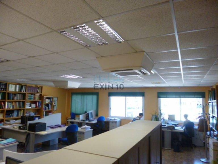 Oficina acondicionada en planta 1º con 5 despachos y zona diáfana.