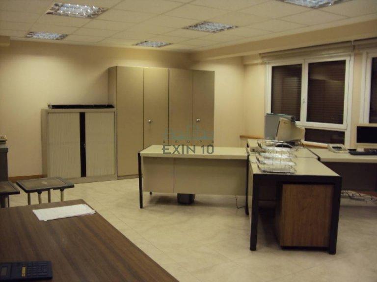 Oficina totalmente instalada con posibilidad de ampliar.