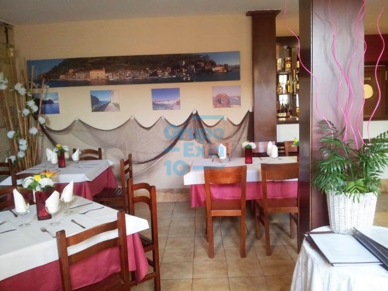 En pleno casco histórico se vende bar restaurante próximo a embarcadero y plaza.