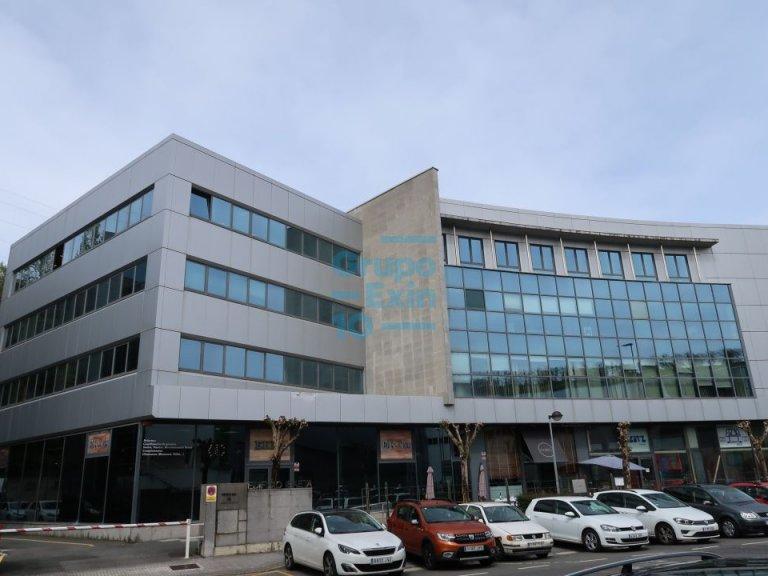 Oficinas representativas con posibilidad de USO TERCIARIO y 8 plazas de aparcamiento.