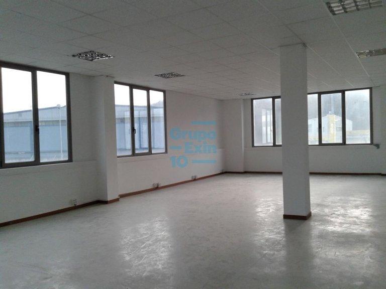 Edificio representativo de oficinas .