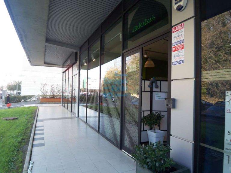 Antiguo. Zona de Portuetxe, amplio local en funcionamiento. Se ofrece venta en rentabilidad.