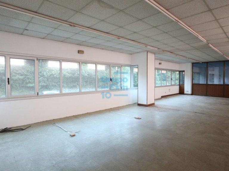 Usurbil. Polígono Ugaldea. Oficina diáfana, de gran tamaño y muy luminosa.